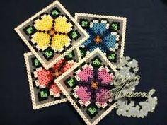 Resultado de imagen para flores de hama BEADS