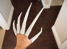 Cosplay Costume how to make nightmare claws tutorial(or starscream claws): Halloween Prop, Halloween Cosplay, Halloween Make Up, Halloween Crafts, Halloween Outfits, Witch Cosplay, Creepy Halloween Costumes, Vintage Halloween, Cosplay Diy