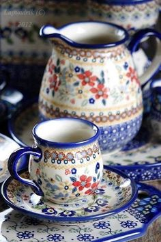 Pretty pattern on these Polish pottery pieces My Cup Of Tea, Polish Pottery, Oeuvre D'art, Ceramic Pottery, Tea Set, Tea Time, Dinnerware, Stoneware, Tea Party