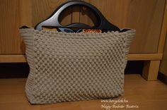 bogyos-taska1 Tote Bag, Bags, Fashion, Handbags, Moda, Fashion Styles, Totes, Fashion Illustrations, Bag