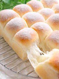 ミルクちぎりパン Fluffy Bread Recipe, Best Bread Recipe, Cooking Bread, Bread Baking, Sweets Recipes, Baking Recipes, Sweet Dinner Rolls, Japanese Bread, Bread Maker Recipes