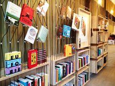 Leen gratis een boek uit de mini bibliotheek van Staal (het mag echt!) en krijg er nog persoonlijk advies bij ook. #Staal #haarlem #hotspot