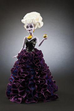 URSULA (La Petite Sirène) - La collection exclusive Disney Store des méchantes de Disney en édition limitée disponible du 10 septembre au 15 octobre sur Disneystore.fr - © Disney  #URSULA