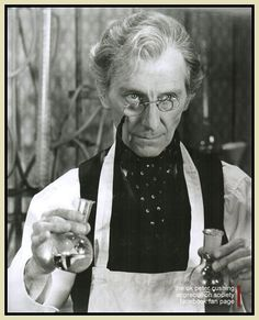 Peter Cushing, The creeping flesh