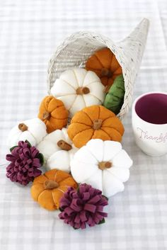 Fall Felt Crafts, Autumn Crafts, Felt Diy, Felt Flowers, Paper Flowers, Felt Halloween Ornaments, Felt Ornaments, Halloween Crafts, Felt Crafts Patterns