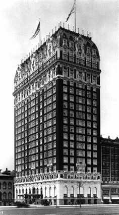 This amazing website has recipes and pics of 4 cocktails served at the Blackstone Hotel in Chicago before prohibition. Cocktails from one of my favorite blocks in the world! Today In History, Us History, History Facts, American History, Blackstone Hotel, Pop Culture Trivia, Chicago Usa, My Kind Of Town, Republican Senators