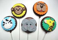 Pirulito Chocolate Selva.  Nossos pirulitos são feitos com o delicioso chocolate de Gramado com decoração em pasta americana. Embalados com saquinho de celofane e laço de fita de cetim.