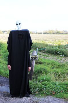 Poppytalk: DIY Halloween | 7 Foot Alien Costume