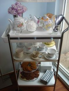 This is a great idea for Mother's Day Bunch or tea. Set up a cart and bring Mom breakfast in bed! (via evyathome.blogspot.com)
