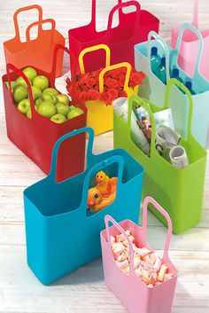 Taschelino bag by Koziol - This practical plastic bag, available in many attractive colours, is an item made by Koziol. The shape of the handle of this bag allows you to carry Baskets, Little Bag, Worlds Of Fun, Gift Packaging, Places To Eat, Ipod, Your Pet, Toddler Bed, Projects To Try