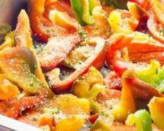 Gratin tricolore aux poivrons et parmesan Croq'Kilos : http://www.fourchette-et-bikini.fr/recettes/recettes-minceur/gratin-tricolore-aux-poivrons-et-parmesan-croqkilos.html