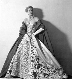 French model Genevieve in Pierre Balmain& opulently embroidered gown and manteau, 1953 Vintage Evening Gowns, Vintage Gowns, Vintage Mode, Dress Vintage, Vintage Style, Pierre Balmain, Vintage Glamour, Vintage Beauty, Fifties Fashion