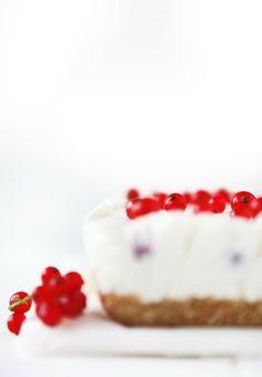 Blushed Greek yogurt cake | © sabrinasue