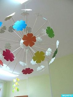 change flowers to stars? Decoration Creche, Class Decoration, School Decorations, Diy Arts And Crafts, Fun Crafts, Crafts For Kids, Paper Flowers Craft, Flower Crafts, Art N Craft