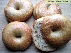 La bagel con pasta madre è un tipo di pane ebraico ideale da farcire con fantasia per gustare un panino diverso dal solito.