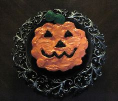 Step by step directions to make this Halloween mini cupcakes pumpkin cake. It is a lovely decoration for your Halloween table & a delicious cupcake treat Cupcakes For Boys, Yummy Cupcakes, Mini Cupcakes, Cupcake Cakes, Decorate Cupcakes, Cup Cakes, Cake Recipe For Decorating, Cake Decorating Tutorials, Cookie Decorating