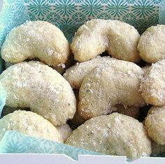 This egg-free recipe for Polish vanilla cookies or ciasteczka waniliowe is made with ground walnuts and vanilla bean.