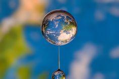 Le monde dans une goutte.  http://www.wikilinks.fr/le-monde-dans-une-goutte/