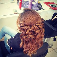 Love this!!! Curly half up hairstyle by Lebanon's Hanna Jouki! #halfup #chihaircare