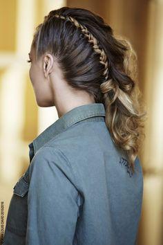 Side hair ! Un half hawk tendance, avec une raie très haute soulignée par une…