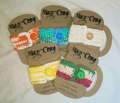 Dar's Mug Cozy – Crochet Uncut - Herzlich willkommen Crochet Cup Cozy, Free Crochet, Mug Cozy, Mugs, Pattern, How To Make, Gifts, Diy, Apartment Office
