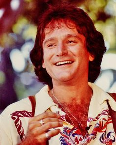 ROBIN WILLIAMS young HAIRY CHEST OPEN SHIRT clr Hollywood Celebrity photo (48bh)