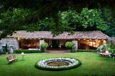 Pazo de Sergude, A Coruña | Galería de fotos 4 de 13 | Traveler Pergola, Outdoor Structures, House, Exterior, Travel, Weddings, Dog, Boxwood Hedge, Author