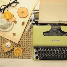 Hashtag #lettera22 su Instagram • Foto e video Olivetti Typewriter, Typewriters, Foto E Video, Instagram, Typewriter