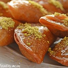 Ramadan: 10 tips for healthy eating during holy month Middle East Eye Greek Pastries, Middle Eastern Desserts, Oil For Deep Frying, Lebanese Recipes, Mixed Nuts, Arabic Food, Food Crafts, Simple Syrup