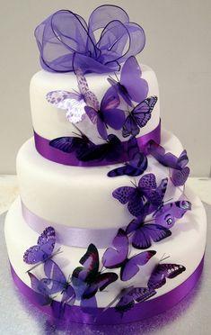 tort de nunta cu fluturi mov