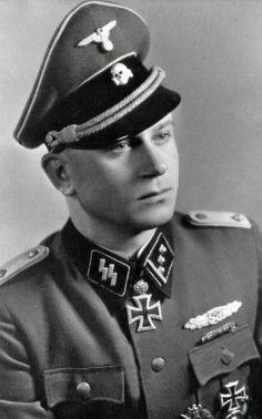 "SS-Hauptsturmführer Helmut Scholz --- Führer II./SS-FreiwPzGrenRgt 49 ""De Ruyter"" 23.SS-Freiw.PzGren.- http://www.das-ritterkreuz.de/index_search_db.php4?modul=search_result_det&wert1=5786&searchword=scholz"