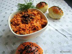 Peynir ezmesi (pittig smeersel van Turkse witte kaas) Turkish Recipes, Ethnic Recipes, Middle East Food, Lunch Restaurants, Feta Dip, Butter Spread, High Tea, Chana Masala, Lunches