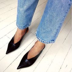 pointed sling back pumps with straight leg jeans | pinned by @ohjulcor