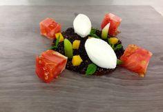 Ensalada de tomate rosa de Huesca & quinoa blanca y negra con ajetes, calabaza y sorbete de Gewürztraminer, de Rubén Pertusa Azagra
