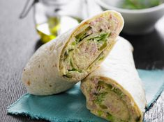 Tuna Wrap - Recipes - Discover our quick and easy recipe for Tuna Wrap on Current Cuisine! Find the preparation steps, ti - Wrap Recipes, Quick Recipes, Cooking Recipes, Cake Recipes, Clean Eating Snacks, Healthy Snacks, Healthy Recipes, Lunch Snacks, Cheap Meals