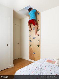 Exercise WIN -Daily Exercise WIN - DIY // Comment fabriquer un mur d'escalade chez soi ? mur escalade intérieur, mur escalade diy 30 ideias para organizar as coisas das crianças Attic Renovation, Attic Remodel, Boys Room Decor, Boy Room, Child's Room, Boy Decor, Wall Decor, Climbing Wall Kids, Rock Climbing