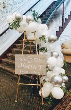 Balloon Arch Diy Discover Balloon Garland Kit / Balloon Arch white clear and metallic silver or gold or rose gold / balloon backdrop Wedding Ballons, Wedding Balloon Decorations, Bridal Shower Decorations, Table Decorations, Rose Gold Balloons, White Balloons, Balloon Backdrop, Balloon Garland, Balloon Flowers