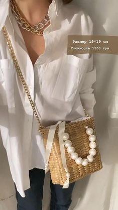 Chuck Taylors, Round Straw Bag, All Star, Beauty And Fashion, Straw Handbags, Boho Bags, White Handbag, Beaded Bags, Knitted Bags