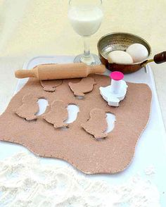Felt food pretend play dough, roller and a chic cookie cutter pretend play food, ecofriendly toy, montessori toy, soft toy  could totally make......