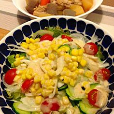 今夜はヘルシー(๑・ิ◡・ิ๑) - 23件のもぐもぐ - コーンたっぷりサラダ、鶏肉と根菜の煮物 by usaco123