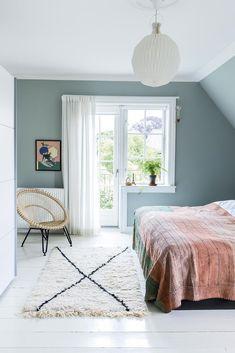 Soveværelse i grøn nuance bedroom Pretty Bedroom, Cozy Bedroom, Dream Bedroom, Bedroom Decor, Peaceful Bedroom, Summer Bedroom, Bedroom Balcony, Light Bedroom, Blue Bedroom