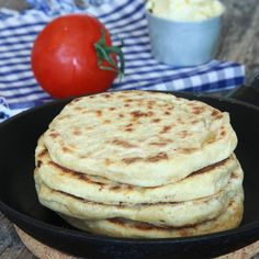 De goda bröden tar totalt ca 4 minuter att grädda i stekpannan. Swedish Bread, Baking Recipes, Snack Recipes, Food Obsession, Swedish Recipes, Food Preparation, Bread Baking, Food Hacks, Scones
