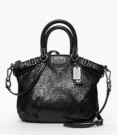 Black COACH bag<3 GIVE IT TO ME ASAP!