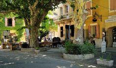 Gigondas - Sur la place du village by Pierre Noël