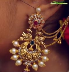 Gold Jewelry Making Gold Mangalsutra Designs, Gold Earrings Designs, Gold Jewellery Design, Gold Jewelry, Gold Jhumka Earrings, Antique Earrings, Traditional Earrings, Jewelry Model, Jewelry Making