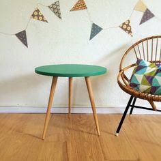 Ernestine, la table basse tripode des années 60 à retrouver sur www.chouettefabrique.fr