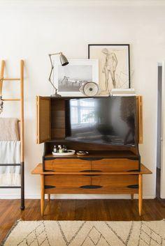 Hidden Tv Bedroom Furniture 13 Clever Hidden Tv Ideas How to Hide A Tv According to Tv Furniture, Design Furniture, Furniture Movers, Bedroom Furniture, Tv In Bedroom, Home Decor Bedroom, Hidden Tv Cabinet, Cosy Room, Bedroom Layouts