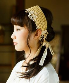 m.soeur(エムスール)のレースとラフィアのターバン(ヘアバンド)|詳細画像 Hair Turban, Head Accessories, Tokyo Fashion, How To Make, How To Wear, Girls Dresses, Couture, Embroidery, Hats