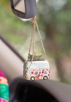 Van Live Happy Critter Hanging Faux Succulent This Natural Life Van Hanging Succulent features a life-like faux succulent in an adorable handmolded ceramic pot featuring gold details. Shop Now! Hippie Auto, Hippie Car, Vintage Jeep, Hanging Succulents, Faux Succulents, Succulent Plants, Kombi Home, Cute Car Accessories, Rear View Mirror Accessories