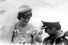 British Royal Weddings Photo: Princess Diana and Prince Charles Charles And Diana Wedding, Princess Diana Wedding, Royal Princess, Prince And Princess, Princess Of Wales, Royal Wedding 1981, Royal Weddings, Storybook Wedding, Princes Diana